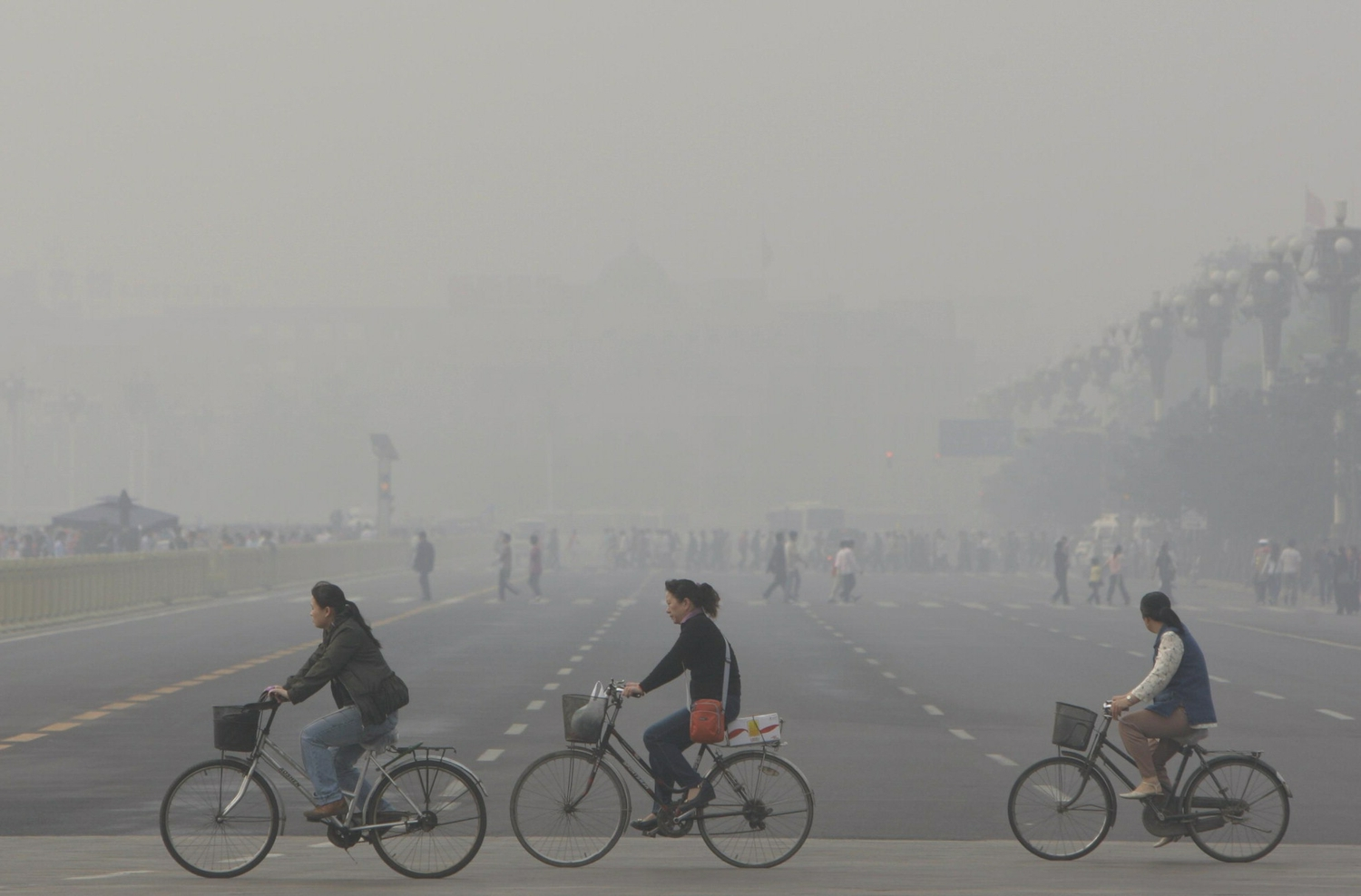 a discussion on the issue of pollution in beijing china Pollution crisis is choking the chinese economy china's air quality is being strictly monitored by the government as well which uses artificial intelligence that can predict how bad pollution will be in beijing 10 days in advance.